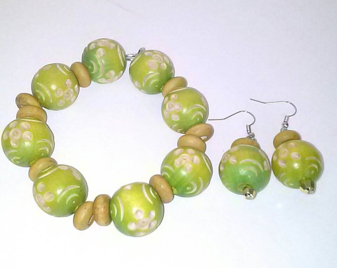 Lime Spice Designed Wood and Tan Wood Beaded Set