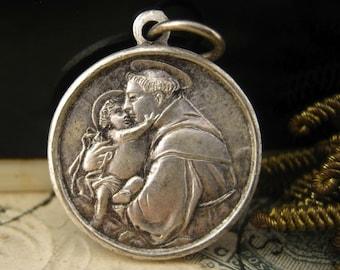 Saint Anthony of Padua - Antique charm medal pendant ex indumentis relic