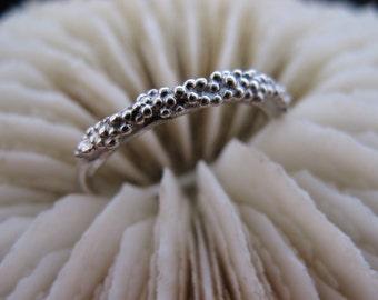 Sterling Silver small bobble ring.