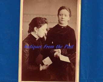 1880 CDV Carte de Visite Photo, Victorian Sisters Reading Stamped Mail, J. Calvert 4 Bury New Road Strangeways Manchester