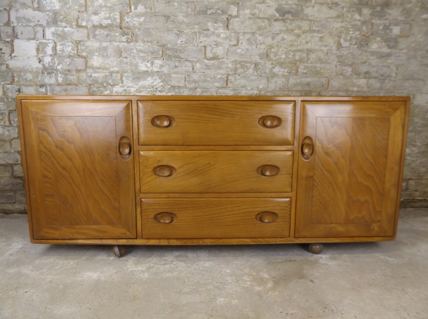 Retro ercol windsor sideboard light elm with nice grain for Ercol mural cabinets and sideboards