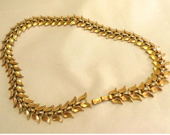 Vintage 1950s Trifari Necklace Gold Tone Choker Leaf Link 15 3/4 inch