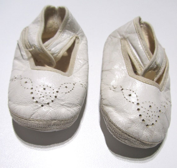 1940s Vintage Baby Shoes Mary Janes White f White Kid