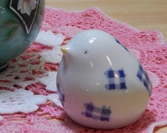 Ceramic potpourri bird, very cute white and blue patches Trina, charming, small home decor