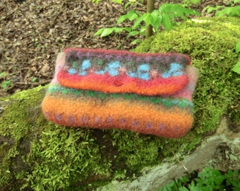 Clutch pouch made of felt