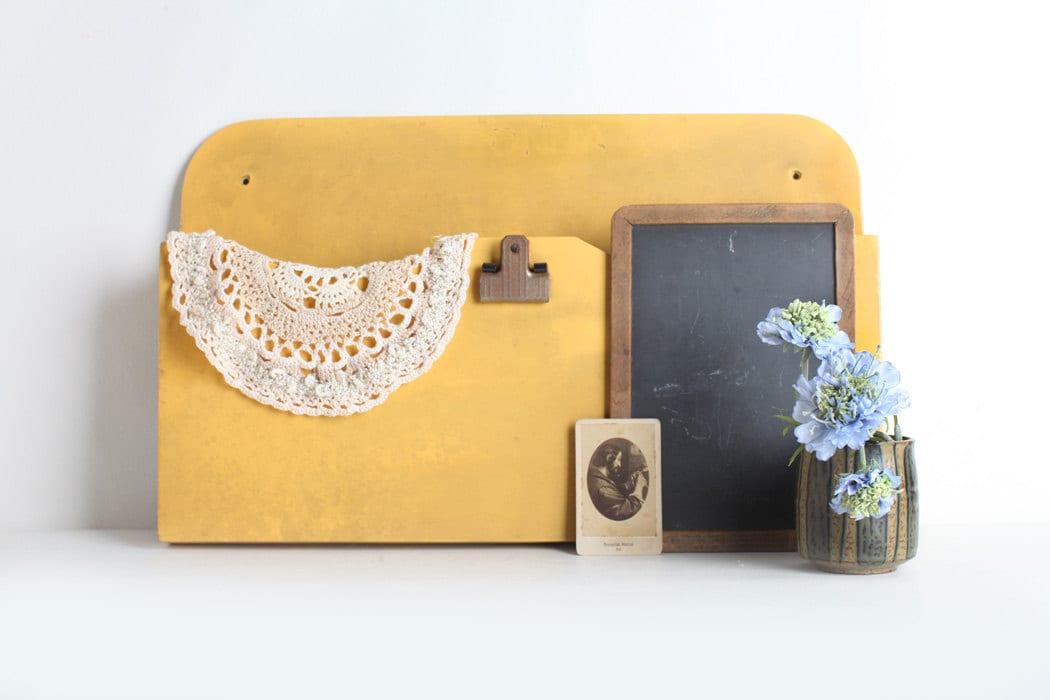 tag re murale de courrier en bois jaune vintage trieuse. Black Bedroom Furniture Sets. Home Design Ideas