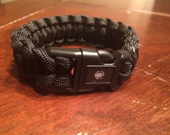 Survival paracord bracelet hidden hand cuff key in buckle