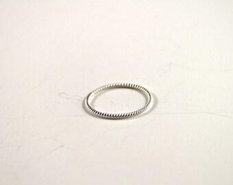 Rope twist ring