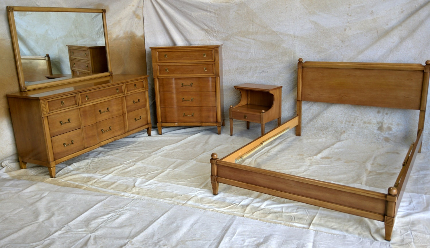 Beautiful Mid Century Modern Kent Coffey Full Size Bedroom Set