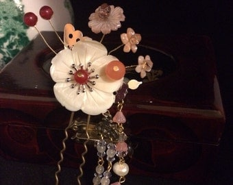 White Flowered Hair Pin