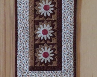 Summer Daisy Quilted Wall Hanging