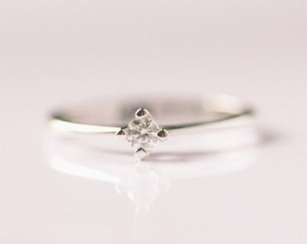 Engagement ring with Diamond in Solid 14k gold