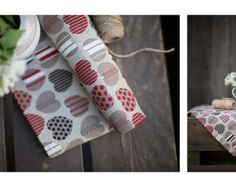 Linen kitchen towel with hearts