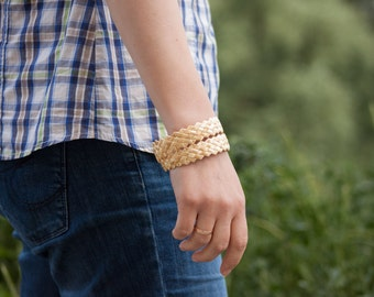 Bracelet made out of straw