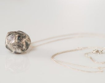 Sterling Silver (925) necklace with Fine Silver (999) oxidized big stone pendant
