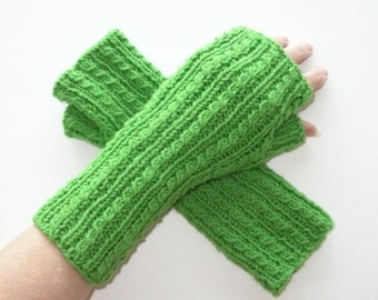 Green Texting Gloves, Spring Green Fingerless Gloves, Cables, Armwarmers