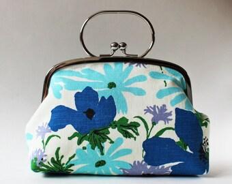 Kiss lock frame purse handbag vintage blue flowers white 1970s retro floral green spring summer metal frame clasp purse vintage fabric