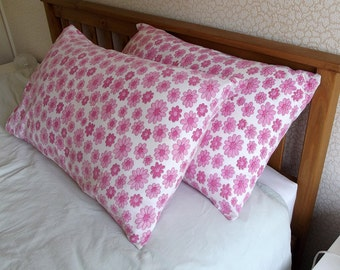 Vintage Pair of Pillowcases - Pink Flowers - good conditon