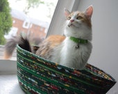 Cuddly cat snuggle bed - Greens - Bright and dark