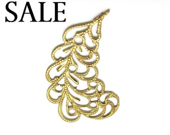 Brass Filigree Leaf Pendant - RIGHT facing only -  (4X) (V209-B) SALE - 25% off