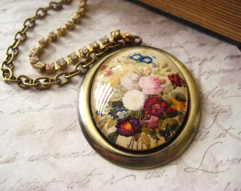 Flower Cameo Necklace, Large Cabochon, Flower Bouquet, Brass Setting, Fall Bouquet, Brass Chain, Rhinestone Chain, Vintage Fashion