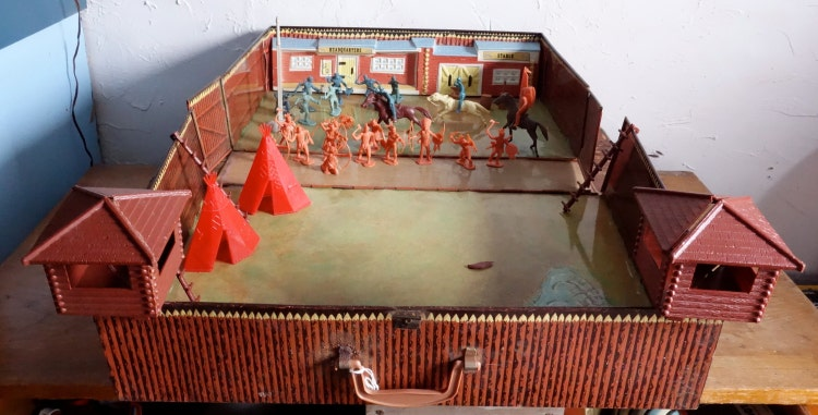 Marx Toys Fort Apache Playset No 4685 Metal Case With By
