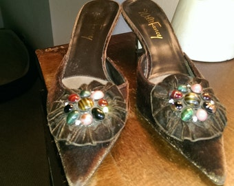 Vintage Italian chocolate brown velvet heels.