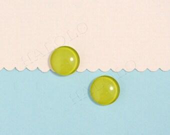 Sale - 10 pcs handmade Pistachio color glass cabochons 12mm (12-91250)