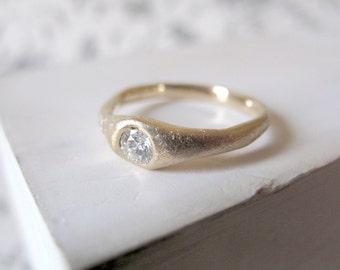 Diamond ring. 18kt Yellow Gold Solitaire ring with diamond. Wedding ring, Anniversary ring, Engagement ring, 18kt gold ring. Made to Order.