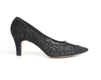 size 6 | Thom McAn black lace pumps | vintage 1960s embroidered shoes | 36
