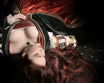 Borgia renaissance dress, bespoke renaissance gown, italian medieval dress, lucrezia borgia, renfaire dress, made to measure, wedding