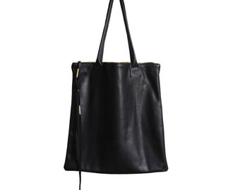 The perfect black leather tote with zipper closure