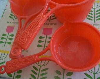 fun in the kitchen plastic measuring cups
