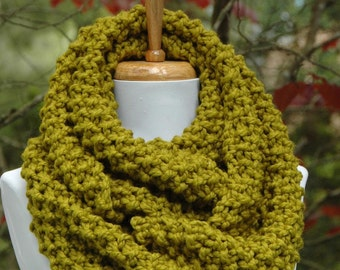 Chunky Knit Scarf, Knit Infinity Scarf, Lemongrass Green Scarf, Women Scarf, Fall Scarf, Winter Scarf, Knitted Circle Scarf, Hand Knit Scarf