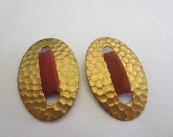 Very Vintage, 2 matching hammered brass oval design, belt buckles very old (apr 129)