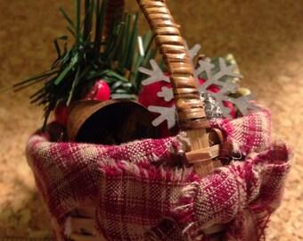 Miniature Primitive Winter Basket
