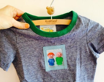 Cute 100% Cotton,  S/S Tee with Contrast Collar & Applique Vintage Fisher Price Little people,  SIZE 1 1/2 - 2