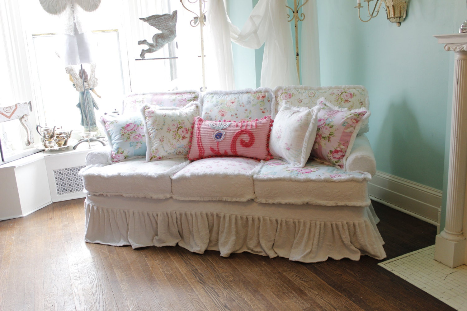 shabby chic sofa couch white pink aqua by vintagechicfurniture. Black Bedroom Furniture Sets. Home Design Ideas