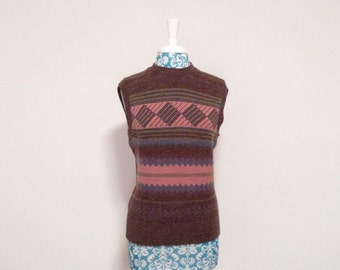 vintage 1980s sweater vest //  long fitted 80s geometric print // pink brown wool