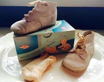 Vintage Pair Baby Shoes Wee Walkers Original Box cotton socks Monroe Shoe
