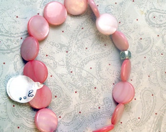 Soft pink shell bracelet made with stretchy cord, stretch bracelet in pink shells, pink bracelet