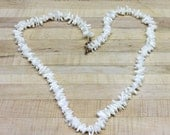 Vintage criss cross Mother of pearls necklace with an 8 and hook closure, beautiful mother of pearls, beach, whites,necklace,