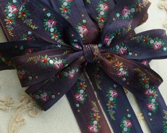 Vintage French Ribbon Rose Swag Motif