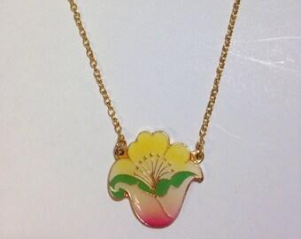 Vintage 80s stargazer Lily necklace