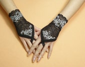 Short Finger loop Lace Gloves, Gothic Armwarmers with Lace Trim, Hand Covers, Pin Up, Retro, Fingerless, Neo Victorian Wedding Stulpen