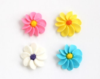 Classic Large Royal Icing Flowers to Decorate Cupcakes and Cakes (12)