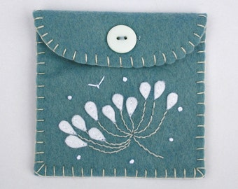 Felt coin purse, floral felt purse, small floral purse, felt change purse, felt wallet, floral jewellery bag, felt gift bag, blue felt purse
