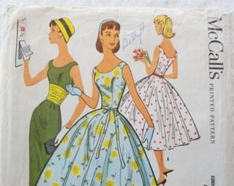 1950s dress pattern, full skirt, sleeveless cocktail dress, wiggle skirt, McCalls 3698, junior size 15 bust 33, vintage sewing pattern