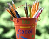 Personalized Teacher gift - Pencil holder with vinyl colored pencils, swirls and polka dots