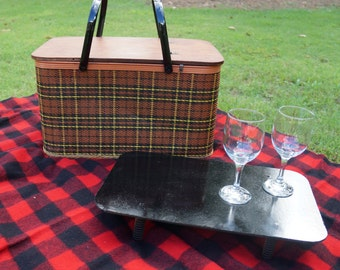Plaid Picnic Basket with Removable Tray